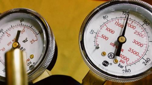 Photo of MIG gas regulator gauge set.