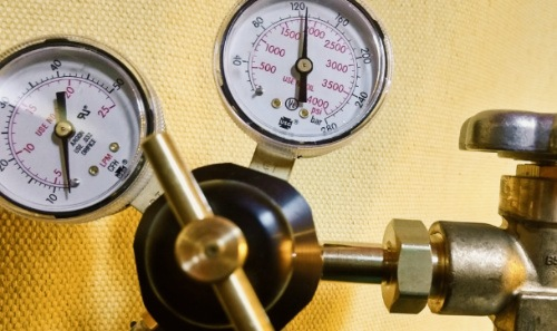 Image of gauges and regulator used to measure and control gases used in MIG welding.